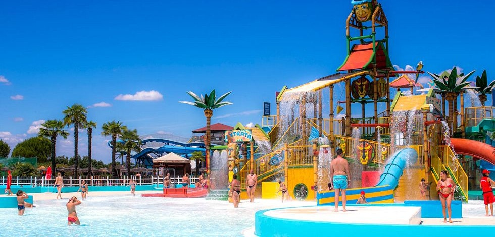 Hotel regina punta marina terme parchi divertimento for Piscina jolly